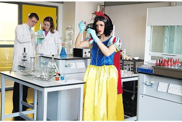 sarah-snow white the scientist