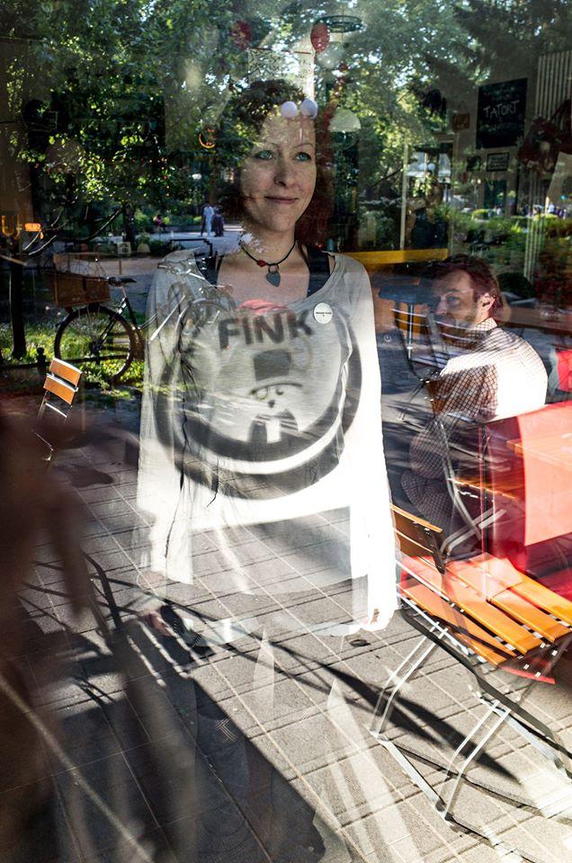 """""""Wenn alle weggehen würden, würden die Zombies gewinnen"""" - Kati Eilinghoff betreibt mit viel Liebe das FINK auf dem Nordmarkt / Foto: Alexander Hügel"""