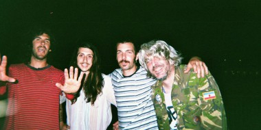 Von links: Scott, Anthony, Kyle (3 der 5 Growlers) und ihr Tourmanager Dr. Kiko im Sommer 2014 in Bremen. / Foto: Matt Taylor