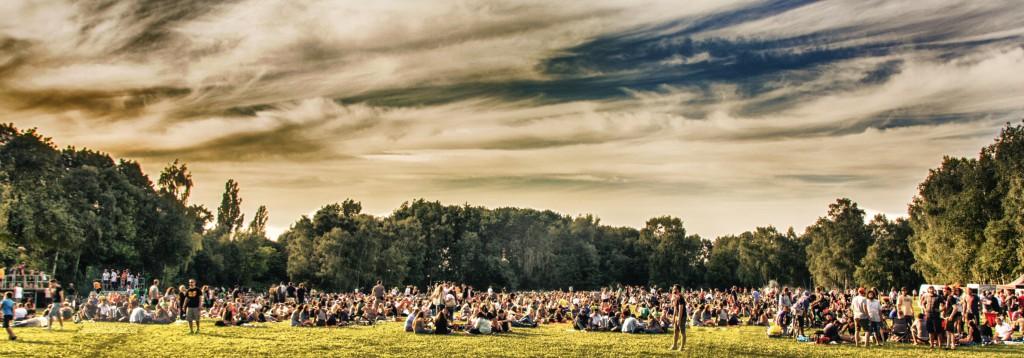 Herrlich frei und entspannt: Das DJ-Picknick auf der Tremoniawiese, am 18.07.2015. / Foto: Wolfgang Strausdat