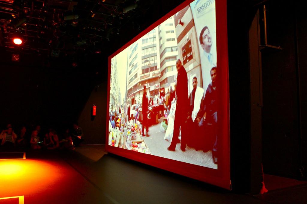 Ein unkommentierter Film, der den wuseligen Alltag auf den Straßen Kairos zeigt. / Foto: Didi Stahlschmidt