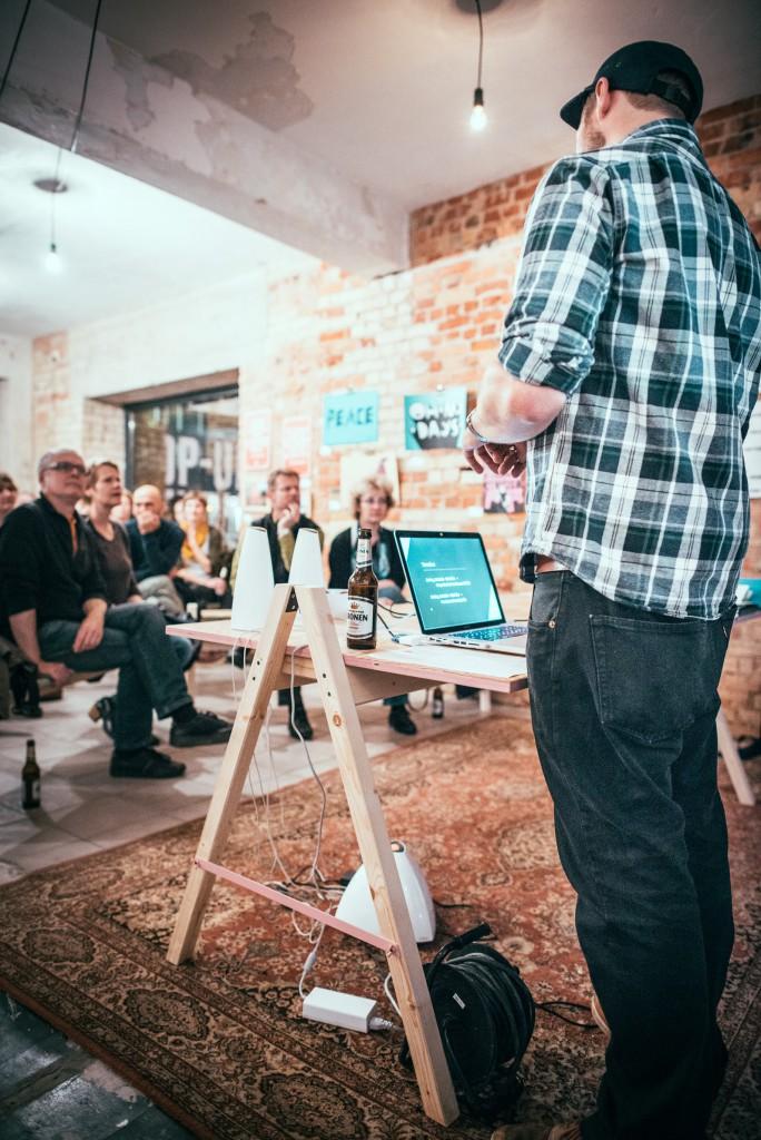 Es geht vor allem darum, Leute zusammenzubringen und Wissen zu vernetzen. Wie hier beim Illustrationsstammtisch mit Peter Dahmen. / Foto: Dennis Treu