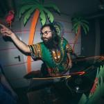 Neon, Flamingos, Schweißbänder: Das war YILBAŞI TROPICAL in der Goldkante, Bochum