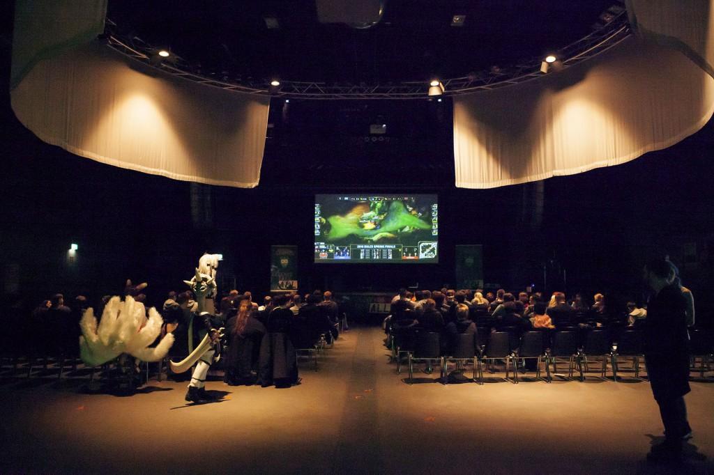 Nicht knallvoll, dafür sehr entspannt und gemütlich: League of Legends watching im FZW. / Foto: David Jankowiak