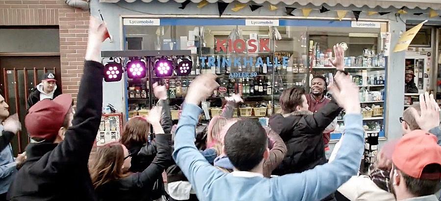 Fast wie immer vor´m Adlerkiosk: Party mit Rich Boogie / Foto: Screenshot